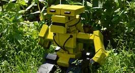 Робот из пачек. Фото 2