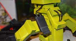 Робот из пачек. Фото 7